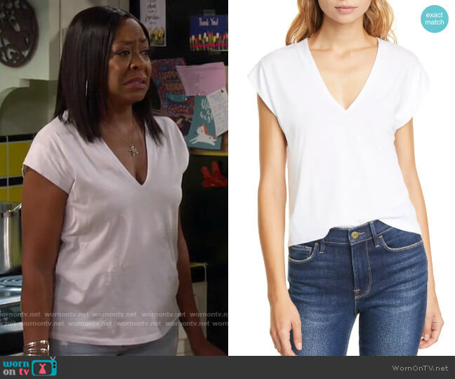 Frame Le Mid Rise V-Neck Tee worn by Tina (Tichina Arnold) on The Neighborhood