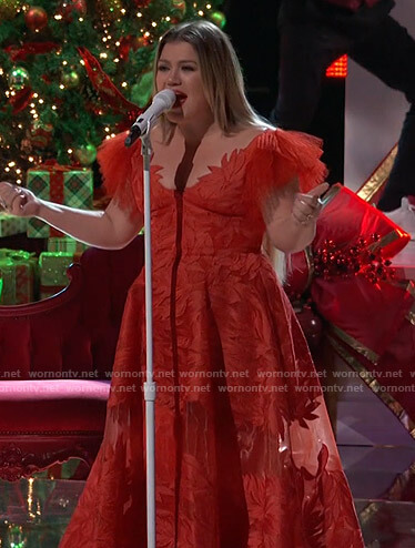 Kelly's red embroidered tulle gown on The Voice