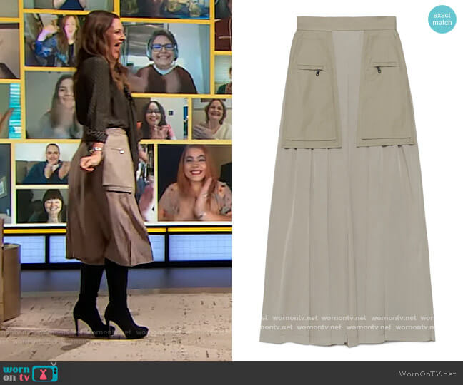 Fox Skirt by Max Mara worn by Drew Barrymore  on The Drew Barrymore Show