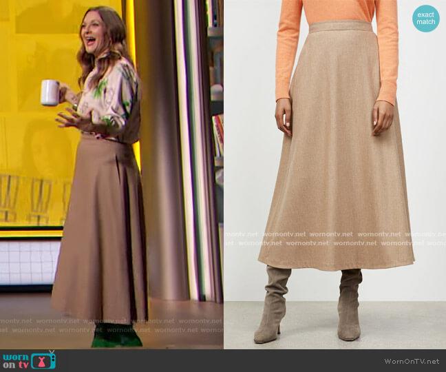 Finite Italian Summer Skirt by Lafayette 148 worn by Drew Barrymore  on The Drew Barrymore Show