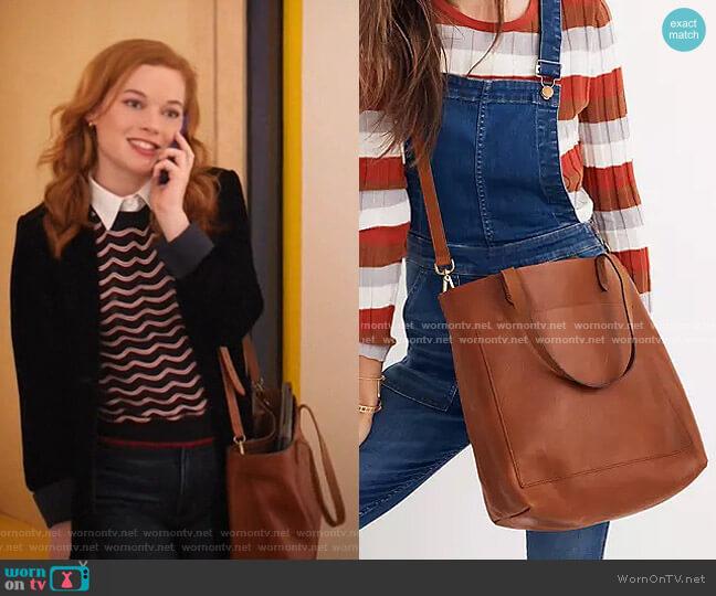 The Medium Transport Tote by Madewell worn by Zoey Clarke (Jane Levy) on Zoeys Extraordinary Playlist