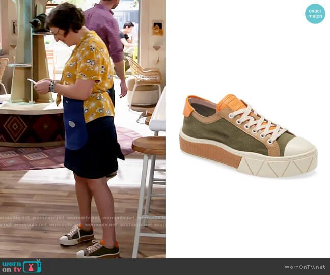 Schutz Gizella Platform Sneaker worn by Kat Silver (Mayim Bialik) on Call Me Kat