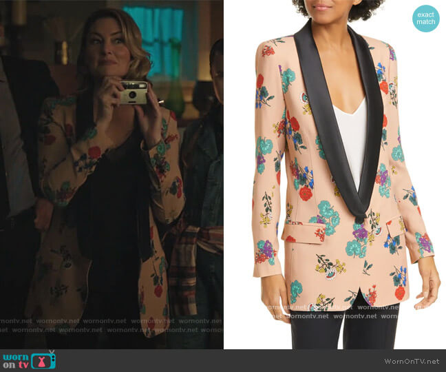 Floral Long Shawl Lapel Blazer by Smythe worn by Alice Cooper (Mädchen Amick) on Riverdale
