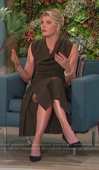 Amanda's green cowl neck dress on The Talk