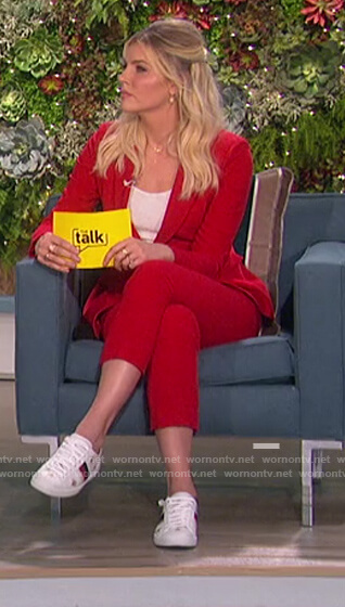 Amanda's white Gucci sneakers on The Talk