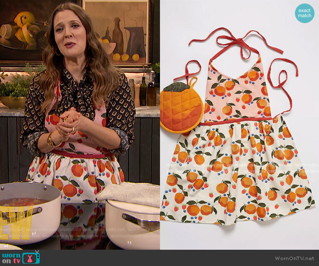 Casa Fruita Pot Holder & Apron Set by Anthropologie worn by Drew Barrymore  on The Drew Barrymore Show