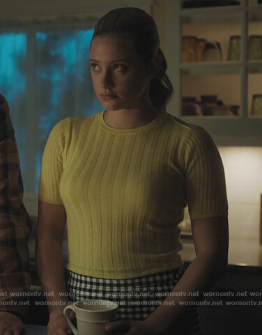 Betty's yellow ribbed short sleeve sweater on Riverdale