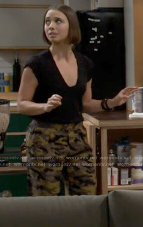 Jackie's leopard graphic tee on Call Your Mother
