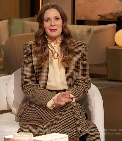 Drew's houndstooth blazer and skirt on The Drew Barrymore Show