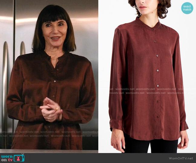 Mandarin-Collar Blouse by Eileen Fisher worn by Maggie Clarke (Mary Steenburgen) on Zoeys Extraordinary Playlist