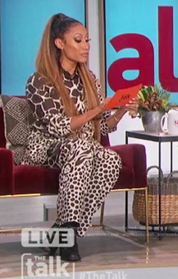 Elaine's giraffe print blazer and pants on The Talk