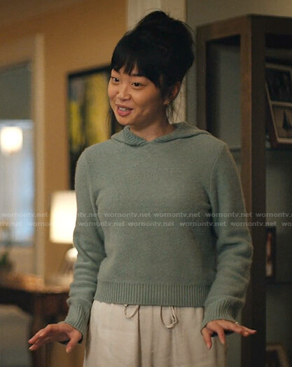 Emily's green hooded sweater on Zoeys Extraordinary Playlist
