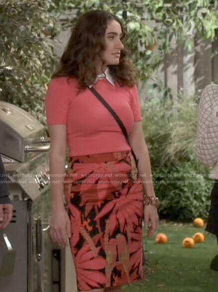 Jackie's palm leaf print pencil skirt and coral top on Call Your Mother