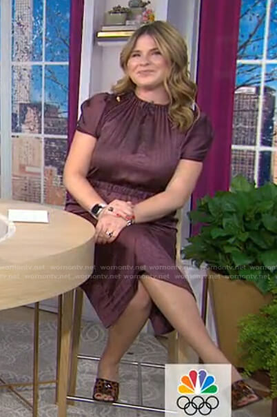 Jenna's burgundy puff short sleeve dress on Today