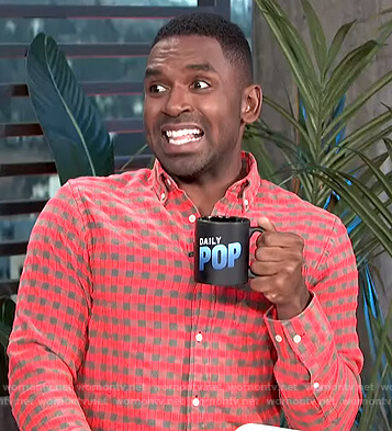 Justin's red flannel shirt on E! News Daily Pop