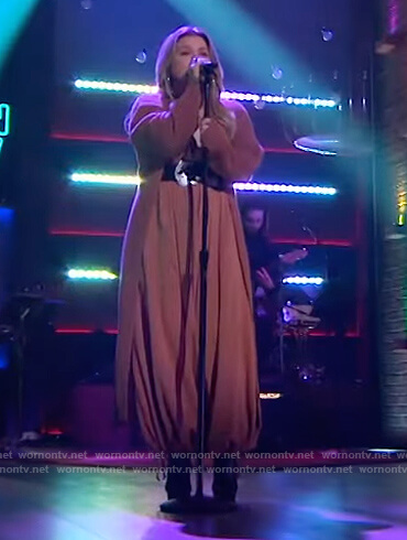 Kelly's brown jumpsuit and cardigan on The Kelly Clarkson Show