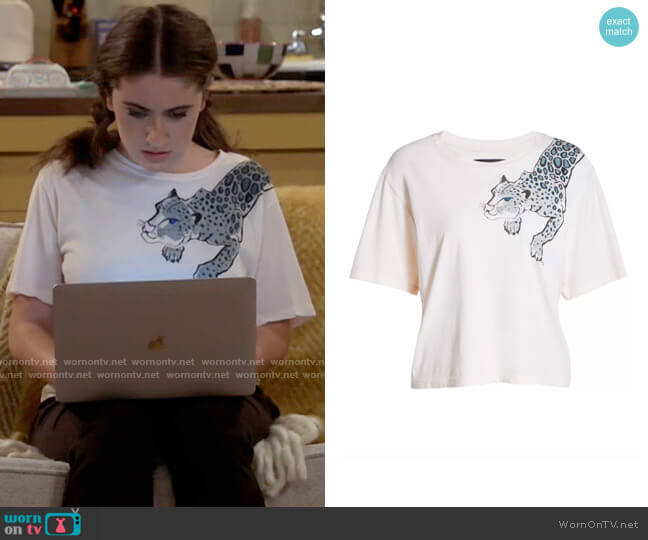 Le Superbe Leopard Graphic Tee worn by Jackie Raines (Rachel Sennott) on Call Your Mother