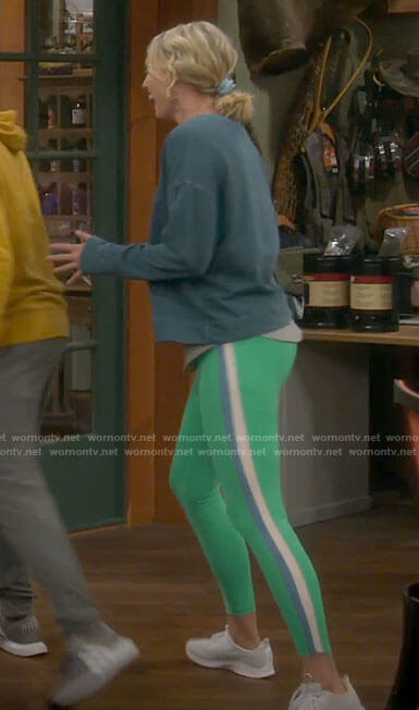 Mandy's green leggings with side stripe on Last Man Standing