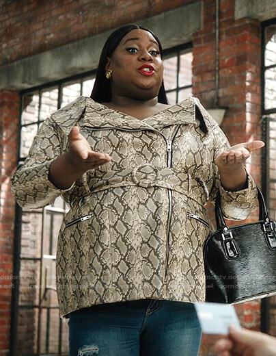 Mo's snake print belted jacket on Zoeys Extraordinary Playlist