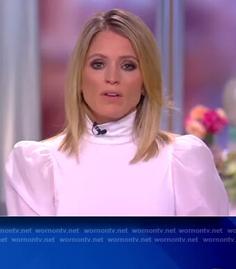 Sara's white puff sleeve top on The View