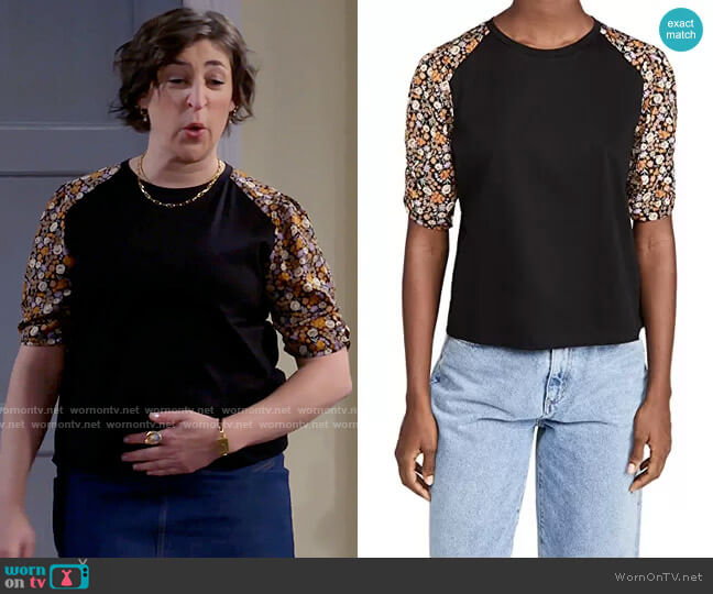 Scotch & Soda Printed Sleeves Relaxed Tee worn by Kat Silver (Mayim Bialik) on Call Me Kat