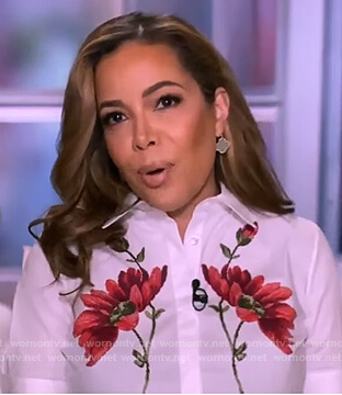 Sunny's white floral print shirt on The View