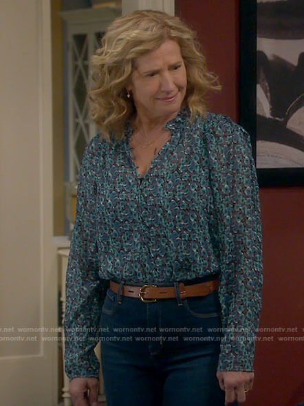 Vanessa's green floral blouse on Last Man Standing