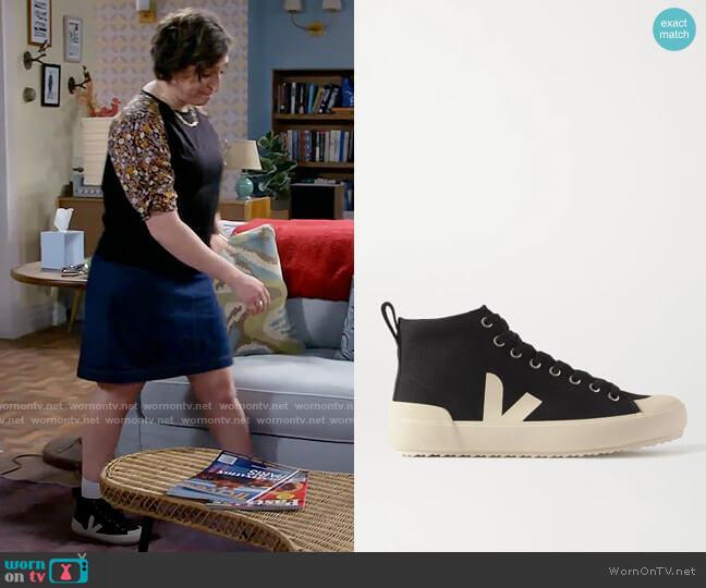 Veja Nova Ht Vegan Sneakers worn by Kat Silver (Mayim Bialik) on Call Me Kat