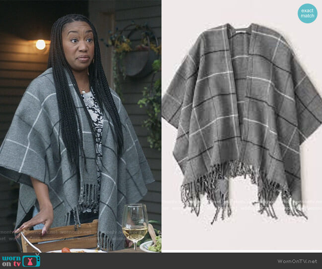 Plaid Poncho by Abercrombie worn by Michelle (Maya Lynne Robinson) on The Unicorn
