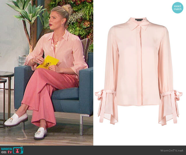 Flounce-Sleeved Concealed Silk Shirt by Alice + Olivia worn by Amanda Kloots  on The Talk