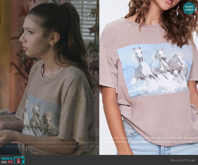 Mineral Wash Horse Graphic Tee by Forever 21 worn by Natalie (Makenzie Moss) on The Unicorn