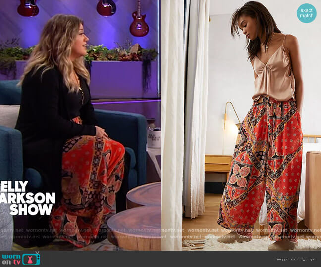 Starshine Lounge Pants by Free People worn by Kelly Clarkson  on The Kelly Clarkson Show