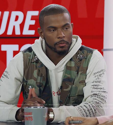 Aaron's white RtA logo hoodie on Grown-ish