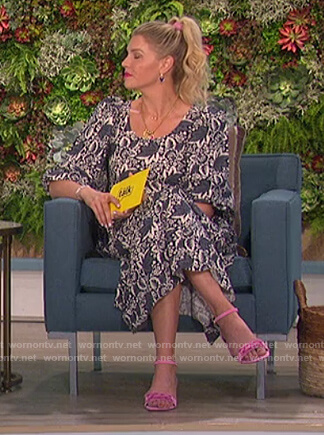 Amanda's blue floral puff sleeve dress on The Talk