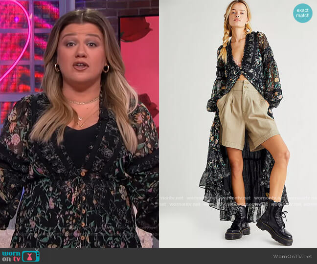 Cassis Printed Chiffon Dress by Free People worn by Kelly Clarkson  on The Kelly Clarkson Show