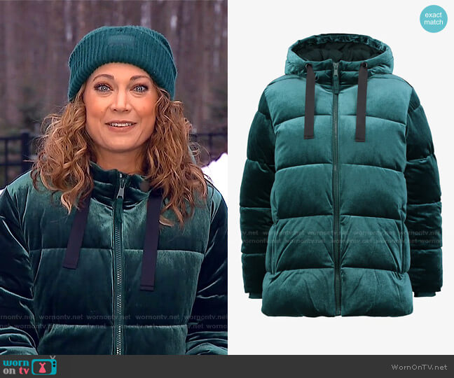 Coldcontrol Max Hooded Velvet Puffer Jacket by Gap worn by Ginger Zee  on Good Morning America