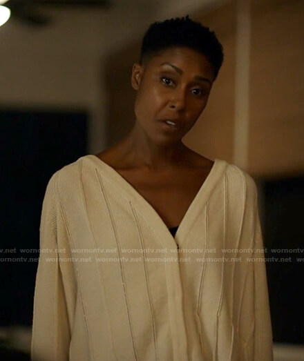 Lynn's white fringed cardigan on Black Lightning