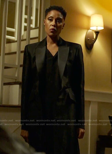 Lynn's black sheer blazer jacket on Black Lightning