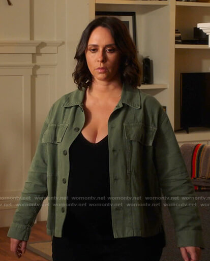 Maddie's green utility jacket and necklace on 9-1-1