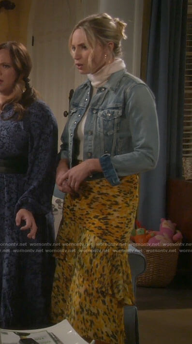 Mandy's yellow printed midi skirt on Last Man Standing