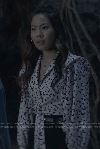 Mary's pink leopard print tie-front top on Batwoman