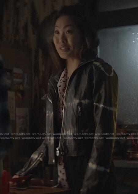 Mary/Ryan's tie dye leather jacket on Batwoman