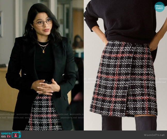 Massimo Dutti Black check mini skirt worn by Mel Vera (Melonie Diaz) on Charmed