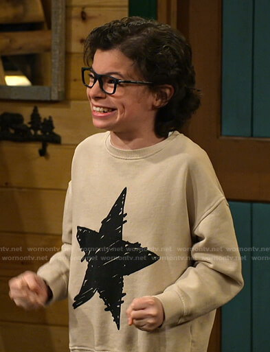Matteo's beige star print sweatshirt on Bunkd