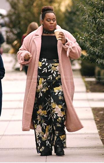 Mo's black floral pants on Zoeys Extraordinary Playlist