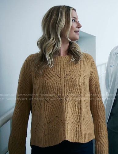Nic's yellow ribbed pointelle sweater on The Resident