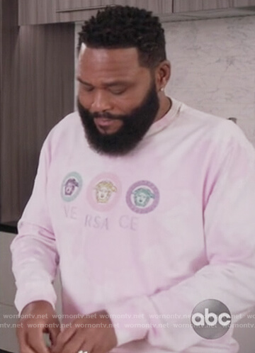 Andre's pink Versace sweatshirt on Black-ish