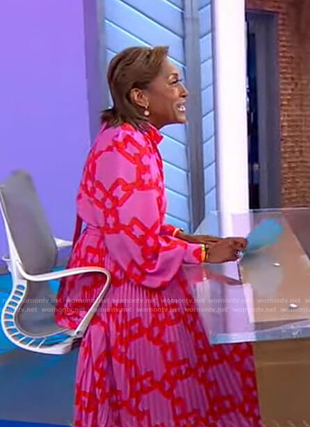 Robin's pink chain print dress on Good Morning America