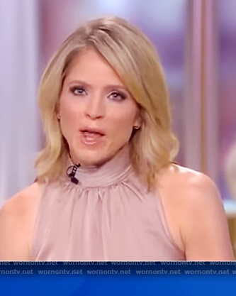 Sara's sleeveless turtleneck top on The View