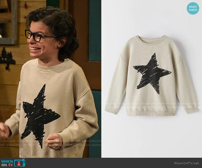 Star Sweatshirt by Zara worn by Matteo Silva (Raphael Alejandro) on Bunkd